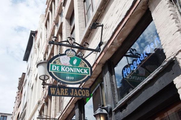 Boire une bière De Koninck à Anvers