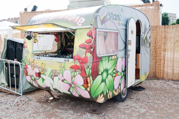 Couleur Café - La caravane à musique par énergie éolienne