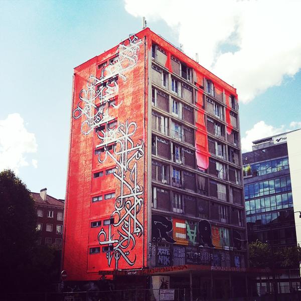 La Tour Paris 13 avec fresque murale eL Seed