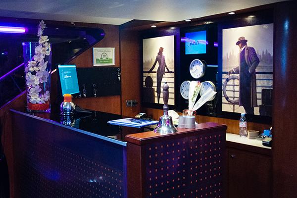 VIP Yacht Paris - Accueil du bateau hotel
