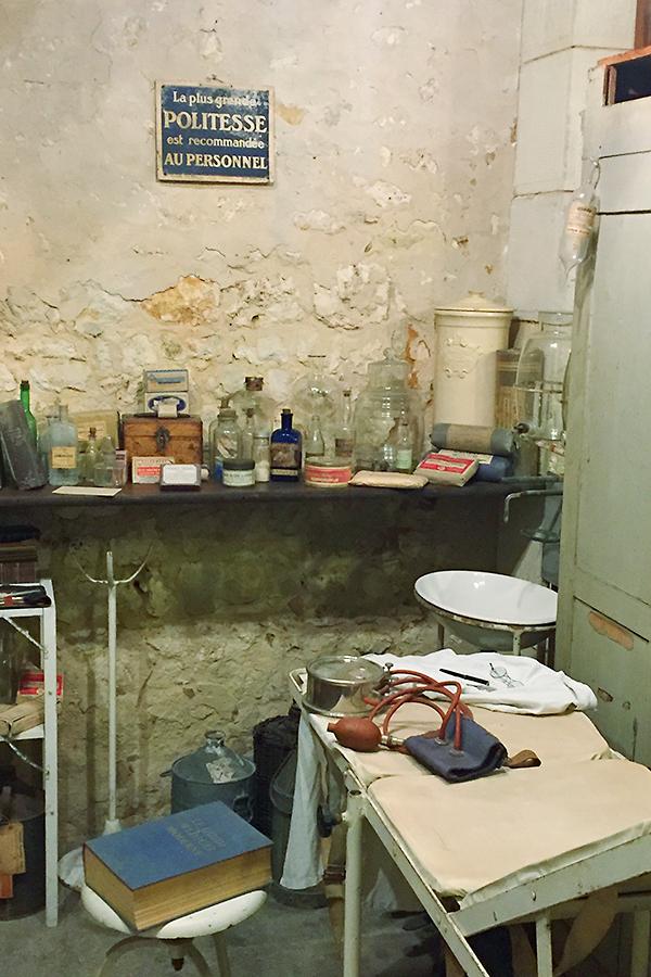 Musée des commerces d'autrefois à Rochefort - Pharmacie