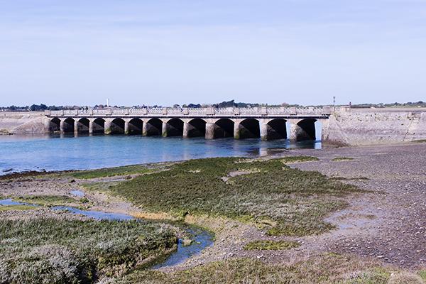 Pont aux 13 arches de Port-Bail