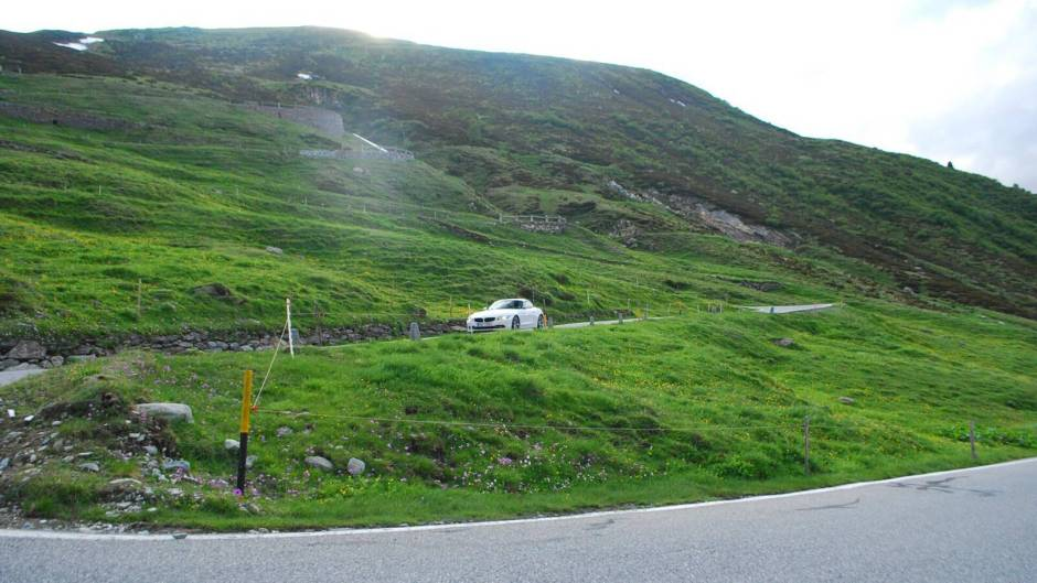 bmw z4 na silnici Splügen Pass