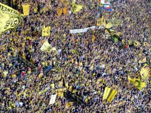 Westfalenstadion Dortmund, Südkurve, beim Spiel BVB - Hannover 96 am 2. April 2011 (Foto: Bernd Berke)