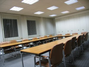 Der leere Konferenzraum (Foto: Bernd Berke)