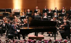 Eröffnungskonzert mit Igor Levit und dem Dirigenten Krzysztof Urbánski. Foto: Peter Wieler