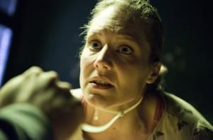 In der Gewalt des Geiselnehmers: Franziska (Tessa Mittelstaedt). (© WDR/Martin Valentin Menke)