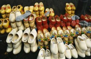 Wenn Dortmund holländisch wäre, würden wir hier vielleicht solches Schuhwerk tragen... (Foto: Bernd Berke)