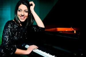 Eine Entdeckung: Die junge italienische Pianistin Beatrice Rana. Foto: KFR/Julien Faugere