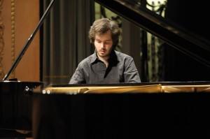 Der ukrainische Pianist Antonii Baryshevskyi, voller Konzentration. Foto: KFR