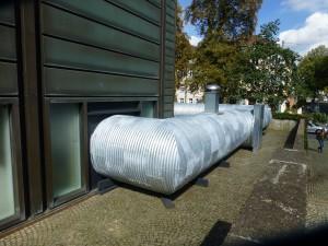 Außenansicht: So führt die Röhre ins Bochumer Kunstmuseum. (Alle Fotos: Bernd Berke)