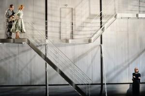 """Ein Totenschiff: Katja Haß hat für Mieczysław Weinbergs Oper """"Die Passagierin"""" in Frankfurt ein großartig metaphorisches Bühnenbild geschaffen. Foto: Barbara Aumüller"""