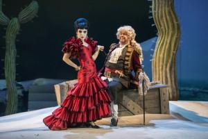 Auf Brautschau: Sir Morosus (Franz Hawlata) macht die Bekanntschaft von Carlotta (Liliana de Sousa)