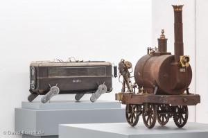 """Ausstellungsansicht, Ausstellung """"Das Mechanische Corps"""", HMKV i"""
