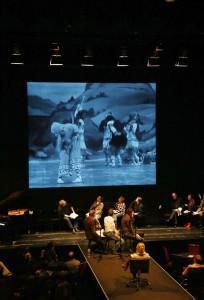 """Blick auf die skandalträchtige Uraufführungschoreographie von Strawinskys """"Sacre"""". Foto: Christoph Sebastian"""