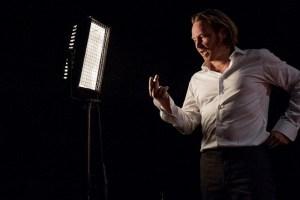 """Manuel Harder in """"Die Anmaßung"""". (Quelle: Theater Dortmund)"""