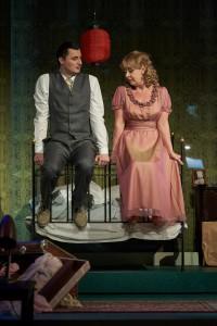 Zaghafte Annäherung: Mitch (Juraj Hollý) und Blanche (Kerrie Sheppard). Foto: Matthias Baus