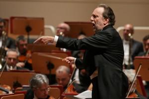 Leidenschaftliche Einsätze: Riccardo Chailly leitet das Scala-Orchester. Foto: Petra Coddington