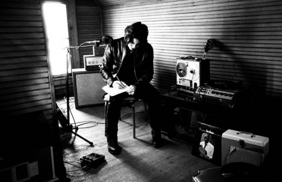 Jack White – Machine Gun Silhouette