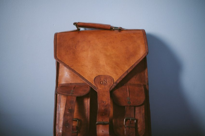 Mochila masculina de couro legítimo marrom estilo vintage.