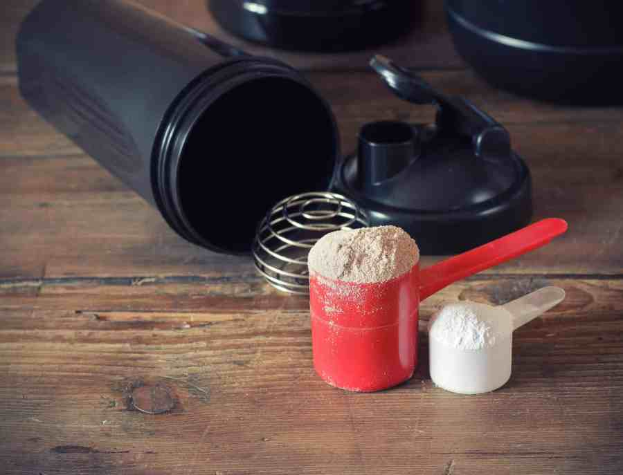 Imagem de medidas de whey protein e shakeira.