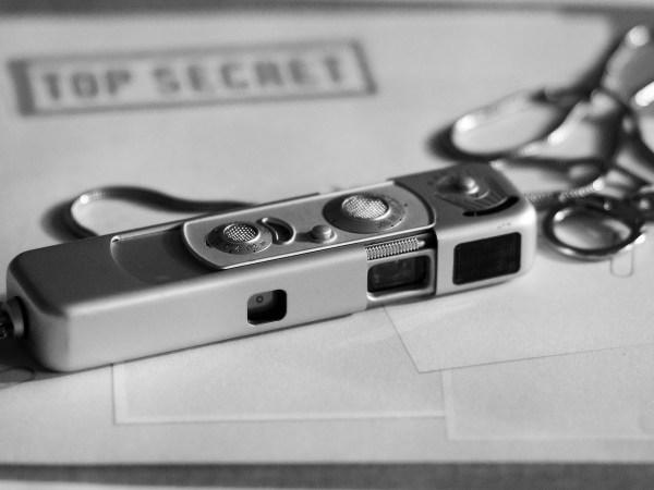 Uma câmera espiã disfarçada de aparelho de MP3