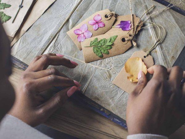 Con el papel albanene puedes realizar infinidad de manualidades sumamente creativas y bellas. (Foto: rawpixel /123rf.com)