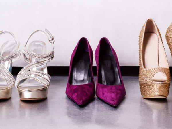 Molte scarpe da donna