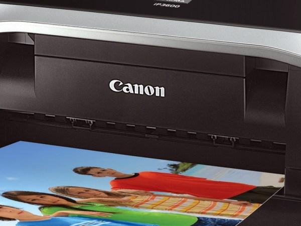 Una stampante Canon in primo piano