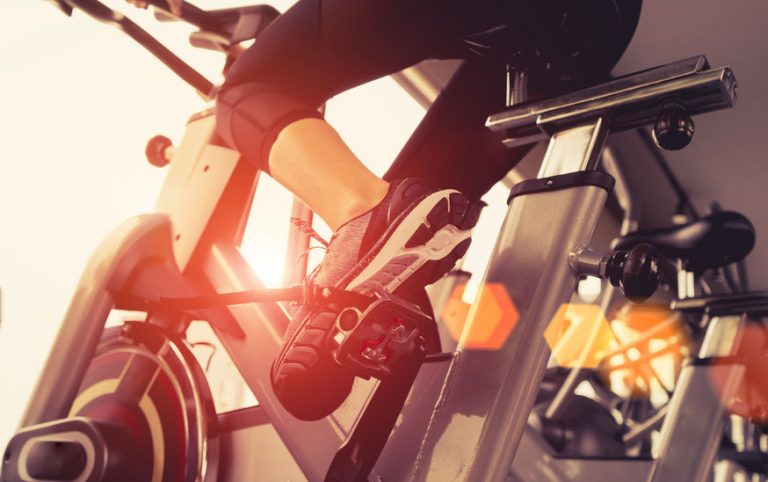 Particolare da sotto di una bici da spinning