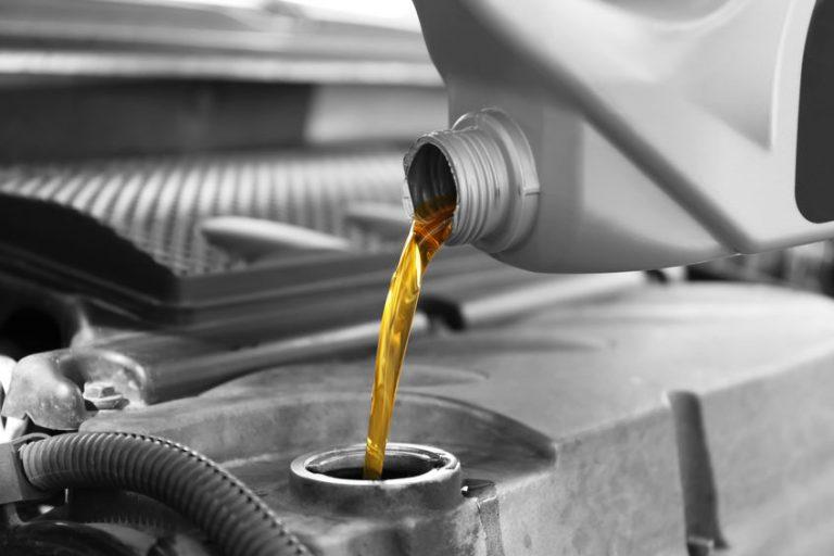 Bottiglia di olio motore