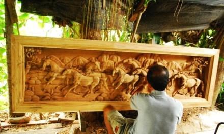 ททท.เชิญชวนเที่ยวงานศิลปหัตถกรรมไม้แกะสลักบ้านถวาย