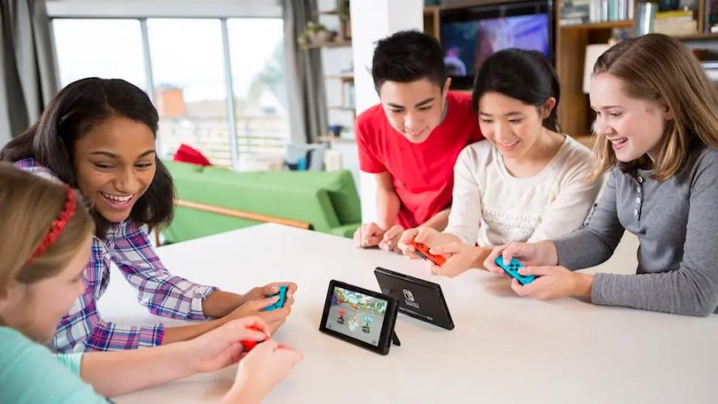 The Best Switch Games to Play with Friends and Family     Review Geek It s fun to play games together  and the holiday season is the perfect time  of year to do that  With the Nintendo Switch being the ideal family console  this