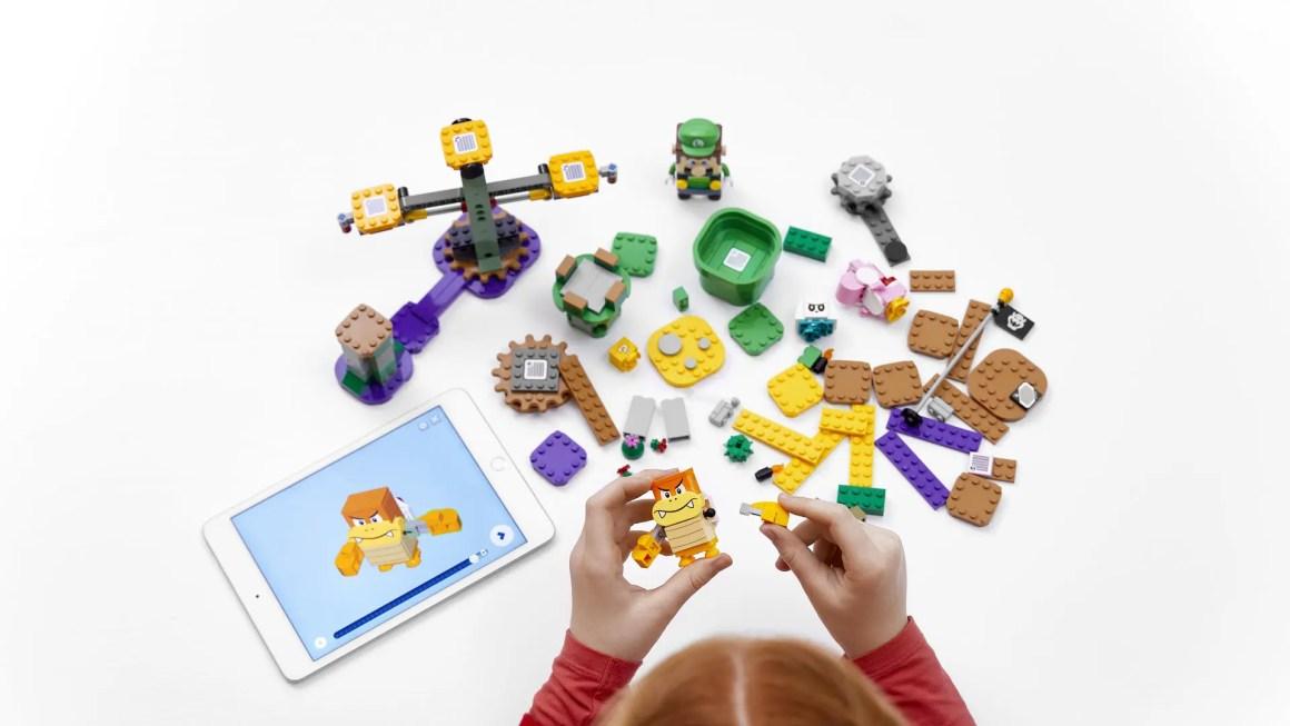 An overhead shot of the entire LEGO Luigi starter course.