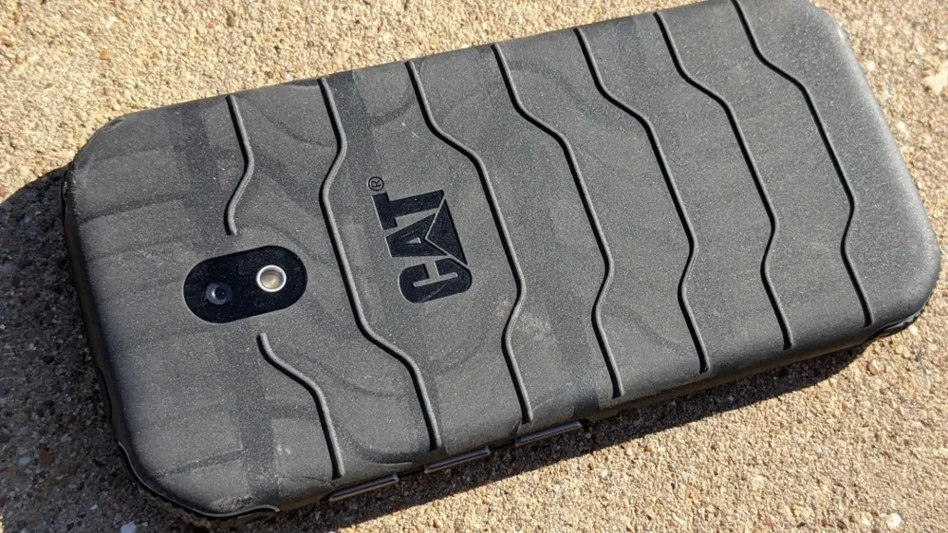 CAT S42 with tire treads