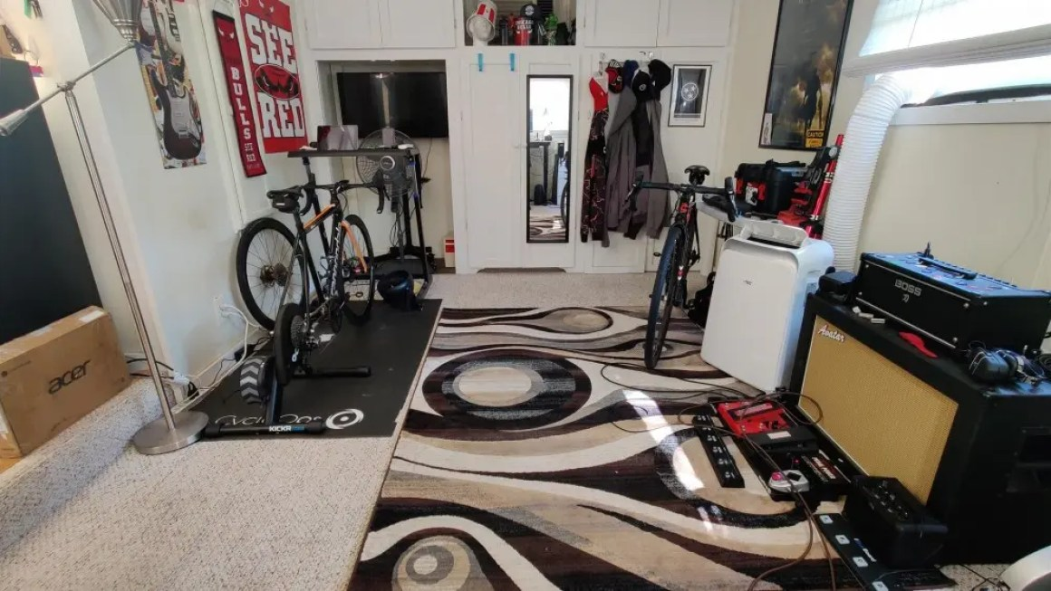 Домашний спортзал половина моего домашнего офиса