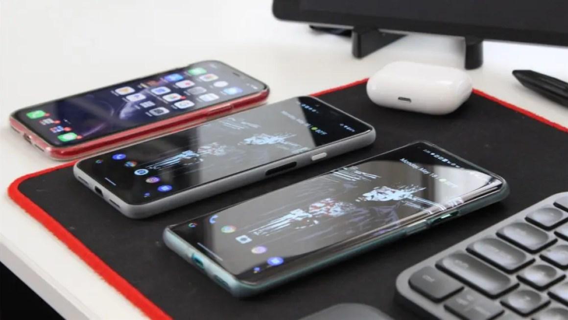 IPhone XR, Pixel 4 XL и OnePlus 8 Pro бок о бок
