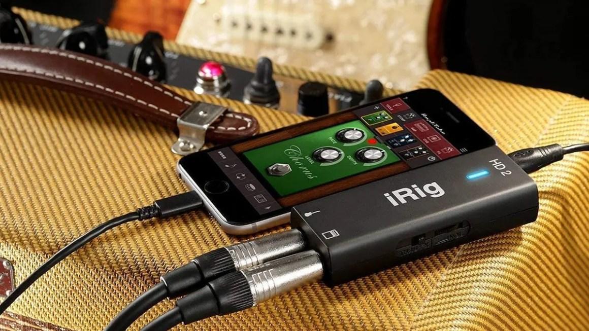 Фото iRig, iPhone и гитары.