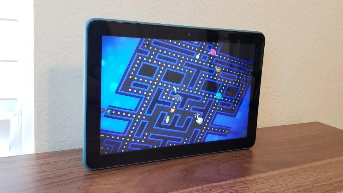 Фото планшета Fire, играющего в Pac-Man256.