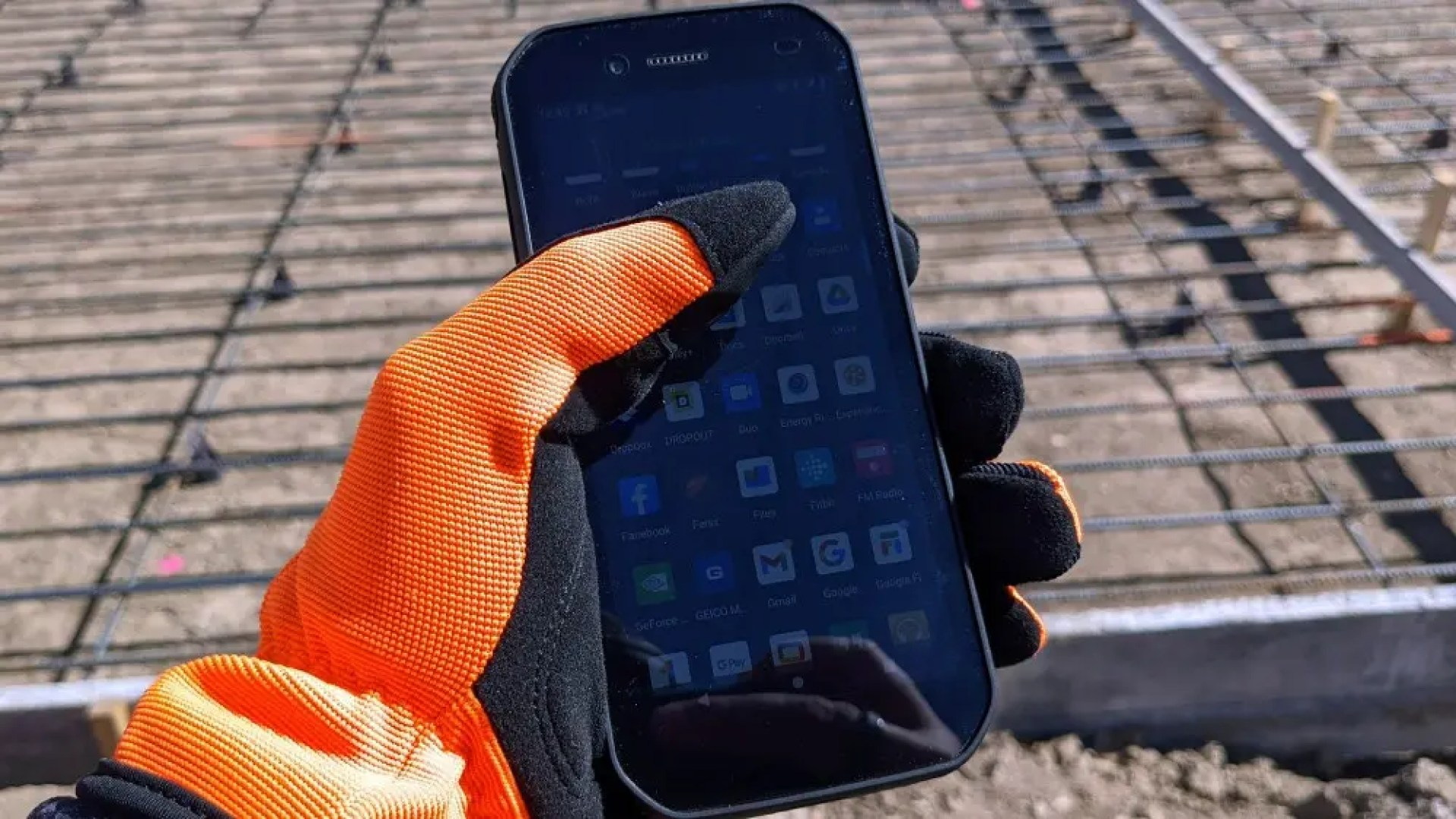 CAT S42 with gloves