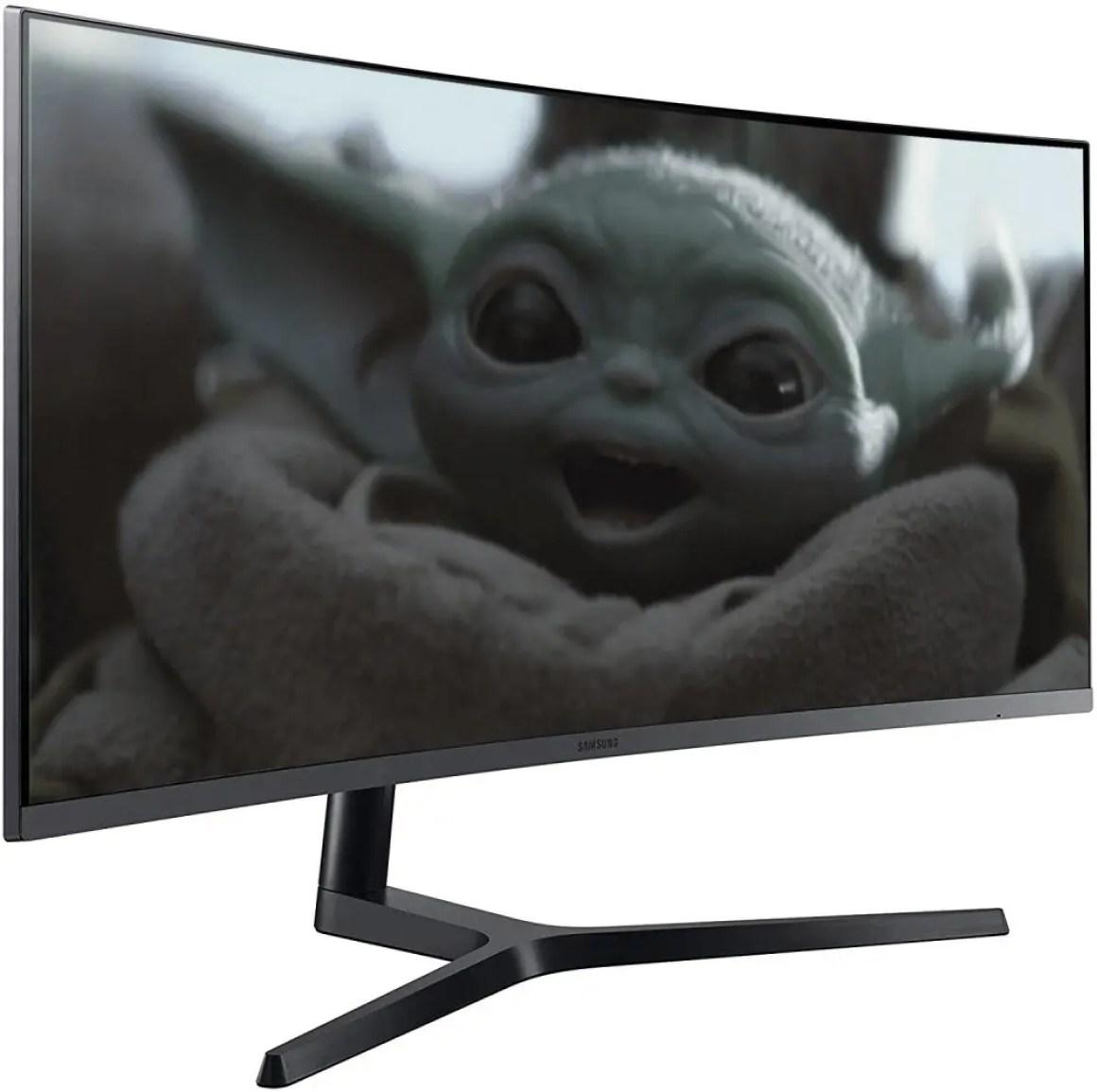 Малыш Йода на мониторе Samsung