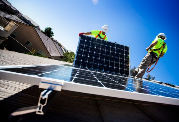 Rooftop solar power grows despite waning incentives     Las Vegas     Matt Neifeld left  and Jacy Sparkman with Robco Electric installs solar  panels at a