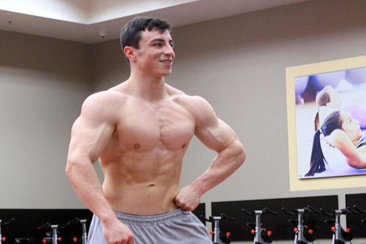 Former Las Vegas Prep Wrestler Turns Bodybuilder With