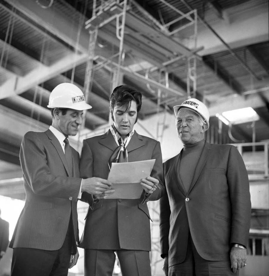 From left, Las Vegas International Hotel-Casino President Alex Shoofey, Elvis Presley and Bill ...