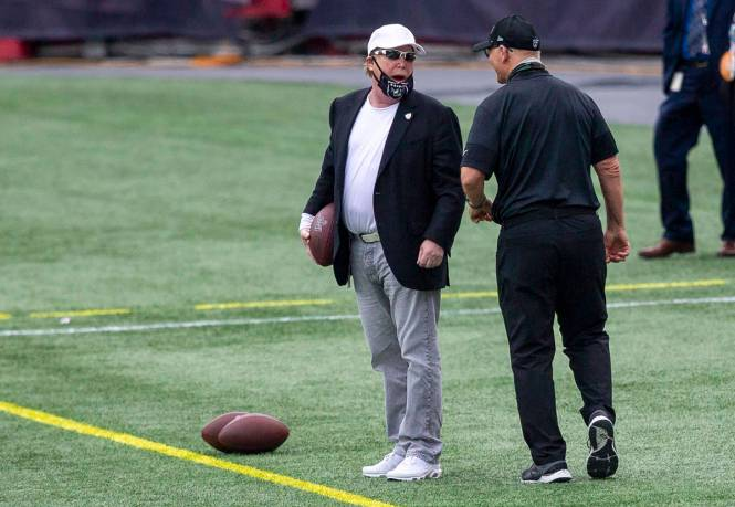 Las Vegas Raiders owner Mark Davis speaks to defensive line coach Rod Marinelli before a game a ...