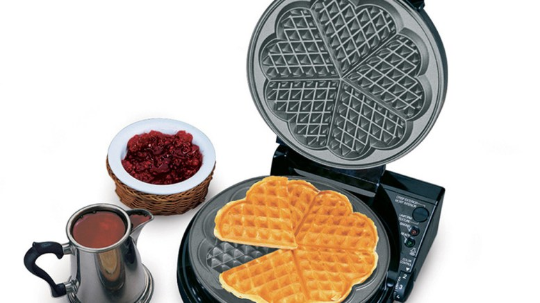 chefs-choice-waffle-pro-heart-shaped-waffle-iron-830-review