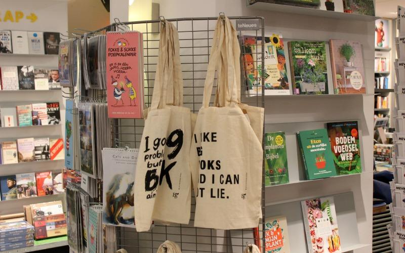 Boekhandel Van der Velde Groningen A-Kerkhof - Tassen en kalenders