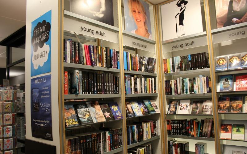 Boekhandel Van der Velde Groningen A-Kerkhof - Young Adult afdeling