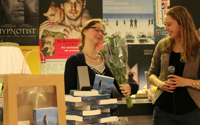 Boekpresentatie De Stem van de Zee Mara Li bloemen
