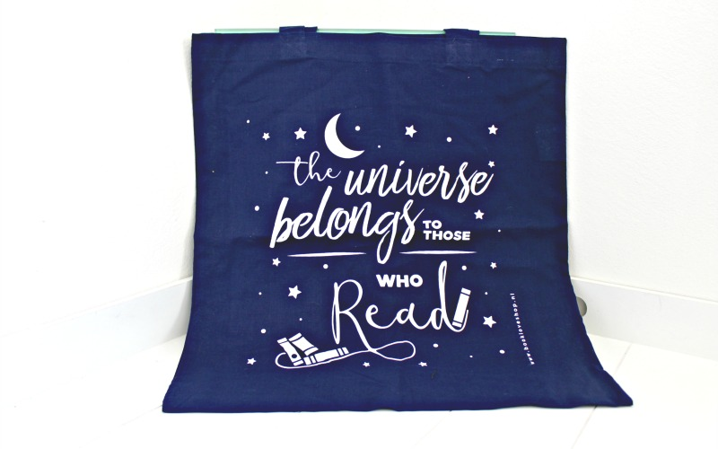 Linnen tas The universe belongs to those who read